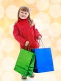 Reizend kleines Mädchen geht Lizenzfreies Stockfoto