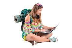 Reizend meisje met laptop stock foto