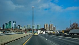 Reizend over 401 in Toronto, Ontario, Canada stock foto