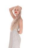 Reizende blonde Frau, die im Profil steht Lizenzfreies Stockbild