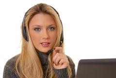 Reizende blonde Frau am Telefon Stockfotografie