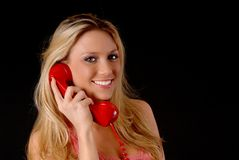 Reizende blonde Frau am Telefon Stockfoto