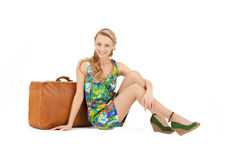 Reizende Frau mit Koffer Stockbilder