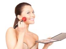 Reizende Frau mit Palette und Pinsel Lizenzfreie Stockfotografie