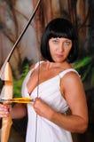 Reizende griechische Göttin Bogenschütze Stockfotos
