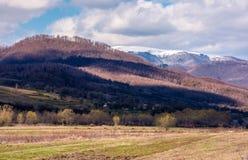 reizende Landschaftslandschaft im Frühjahr Lizenzfreie Stockfotografie