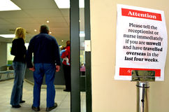 Reizende patiënt in medische kliniek stock afbeelding