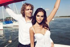 Reizende schöne Paare der Mode Lizenzfreie Stockfotografie