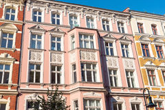 Reizende wieder hergestellte alte Häuser in Berlin stockfotografie