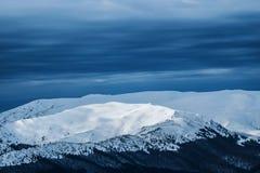 Reizende Winterfarben gesehen von oben lizenzfreies stockbild