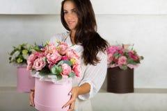 Reizender Blumenstrauß in einem Blumenladen Lizenzfreies Stockbild