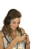 Reizender Brunette mit MP3-player Lizenzfreie Stockbilder