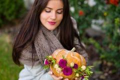 Reizender Herbstdekor lizenzfreies stockbild