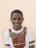Reizender Junge, der ein ghanaisches Artt-shirt, zehn Jahre alt trägt Lizenzfreie Stockfotos