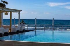 Reizender Platz, mit Seeansicht, in dem Sie dich entspannen können stockbild