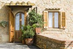 Reizender toskanischer Eingang Lizenzfreies Stockbild