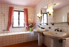 Reizendes Badezimmer lizenzfreies stockfoto