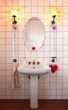 Reizendes Badezimmer in der Art klassisch stockbild