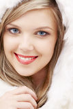 Reizendes blondes im Pelz Stockfotos