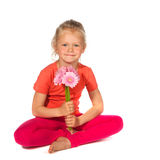 Reizendes blondes Mädchen mit Blumen Stockbild