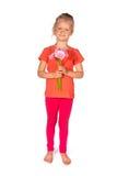 Reizendes blondes Mädchen mit Blumen Lizenzfreies Stockbild