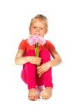 Reizendes blondes Mädchen mit Blumen Stockbilder