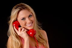Reizendes blondes Mädchen am Telefon stockbild