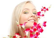 Reizendes blondes mit Orchidee #2 Lizenzfreie Stockfotos