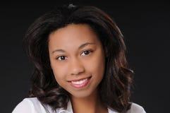 Reizendes Brunette-Mädchen Lizenzfreies Stockfoto