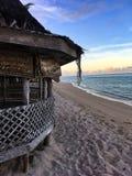 Reizendes fale mit überraschender Ansicht über das Meer lizenzfreie stockbilder