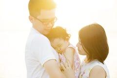 Reizendes Familienportrait Lizenzfreie Stockfotos