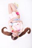 Reizendes junges Mädchen mit einem Spielzeug Stockbilder