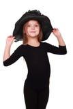 Reizendes kleines Mädchen in einem schwarzen Hut Stockbild