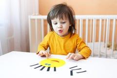 Reizendes Kleinkind gemacht Applikation Lizenzfreies Stockbild