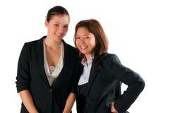 Reizendes Lächeln von zwei schönen Sekretären zu Ihnen. lizenzfreie stockbilder