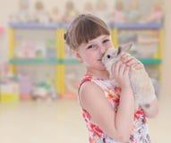 Reizendes lächelndes Kleinkindporträt lizenzfreies stockbild