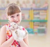 Reizendes lächelndes Kleinkindporträt lizenzfreie stockbilder