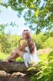 Reizendes nettes junges Mädchen Stockfoto