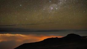 Reizendes stabiles langes Expositionsdauerversehen schoss vom Nordlichtnächtlichen himmel mit langsamem hellem sternenklarem Mete stock footage