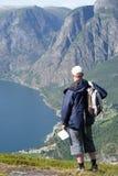 Reiziger in de bergen Stock Foto's