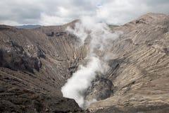 Reiziger en damp van vulkaan royalty-vrije stock foto's