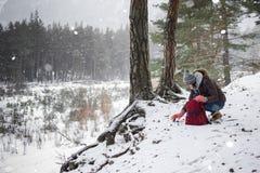 Reiziger in het bos Stock Foto's