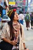 Reizigers Thaise vrouw in Thamel Katmandu Nepal Stock Afbeelding