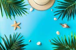 Reizigerstoebehoren, de zomerachtergrond Royalty-vrije Stock Afbeeldingen