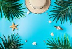 Reizigerstoebehoren, de zomerachtergrond Stock Afbeelding