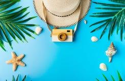 Reizigerstoebehoren, de zomerachtergrond Stock Foto's