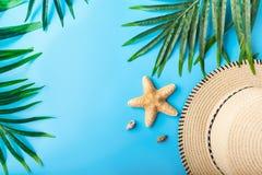 Reizigerstoebehoren, de zomerachtergrond Royalty-vrije Stock Fotografie