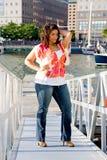 Reizvoll plus Größenfrauenstellung Stockfoto