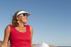 Reizvolle, aktive, passende und gesunde fällige Frau Lizenzfreies Stockbild
