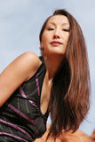 Reizvolle asiatische Frau mit dem schönen langen Haar und Verfassung Stockfotografie